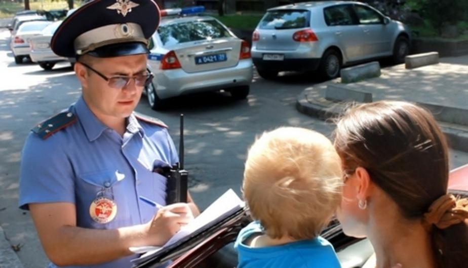 Родителей хотят лишать водительских прав за оставленных в машинах детей - Новости Калининграда