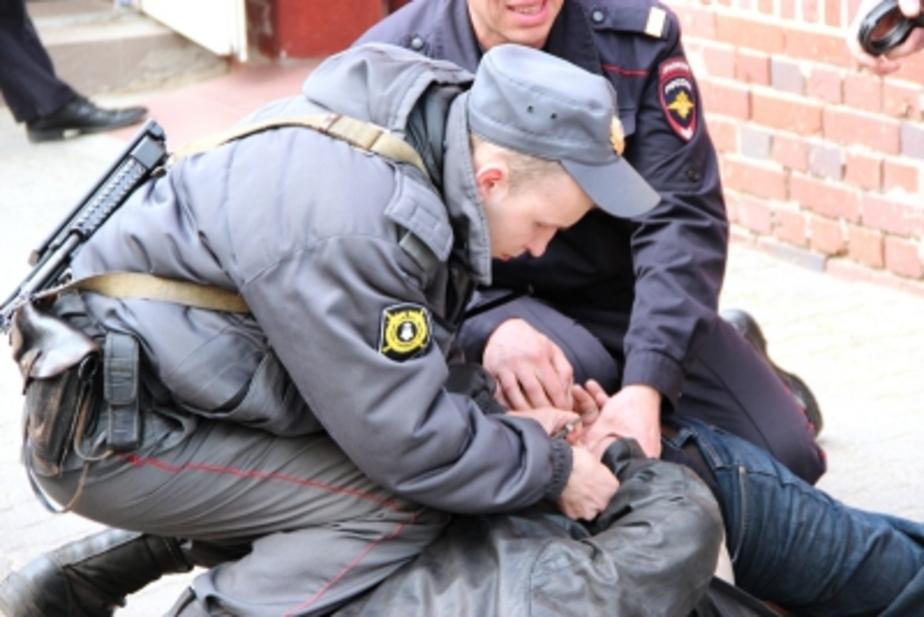 В Калининграде задержали мужчину, угрожавшего соседям ножом в 4 утра - Новости Калининграда