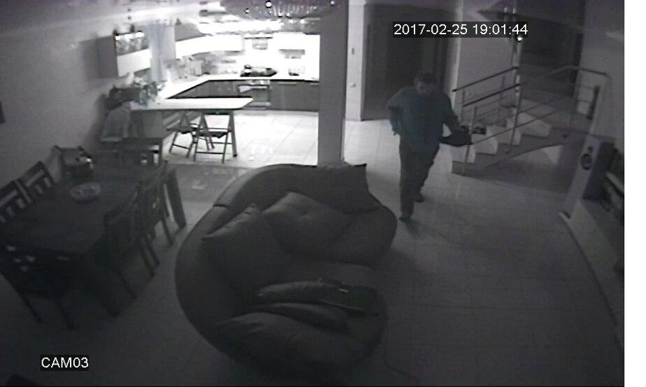 В Калининграде полиция разыскивает хромого мужчину, укравшего из дома на ул.Ломоносова ноутбук (фото) - Новости Калининграда