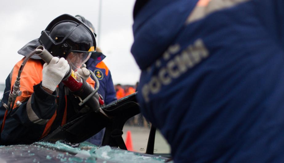 Сотрудники МЧС спасли человека, попавшего в ДТП под Зеленоградском  - Новости Калининграда