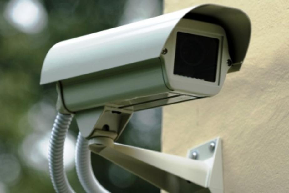 Калининградец украл видеокамеры с фасада парфюмерного магазина  - Новости Калининграда