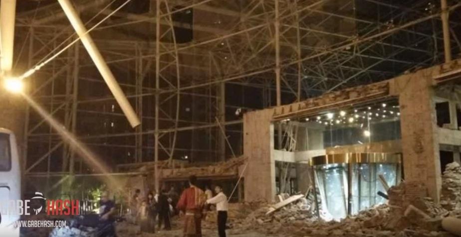 Кадр видео обрушенного отеля / YouTube