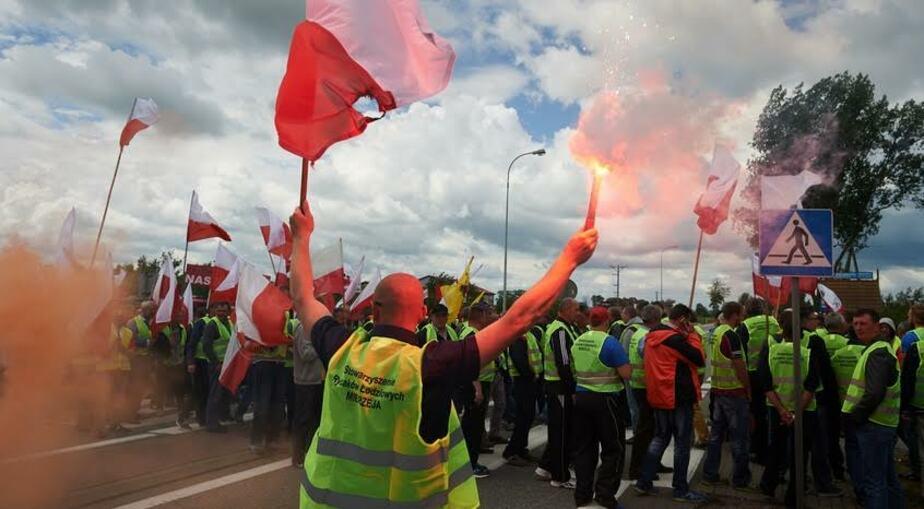 Польские рыбаки заблокировали мост на трассе до Гданьска - Новости Калининграда