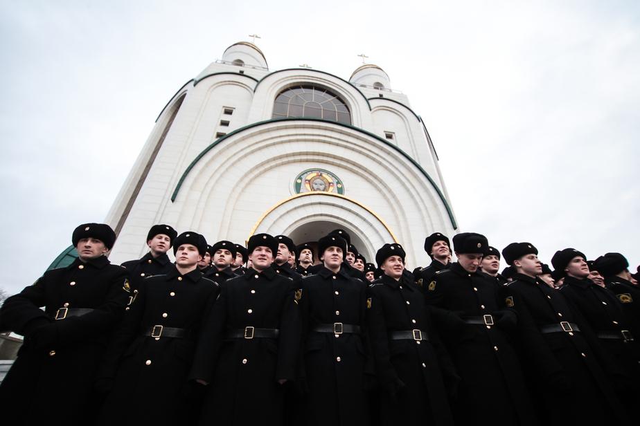 В центре Калининграда 300 курсантов и кадетов споют гимн - Новости Калининграда