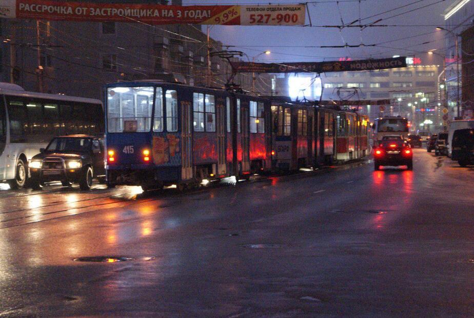 На ул. Черняховского ветер сорвал рекламный баннер: остановились трамваи - Новости Калининграда