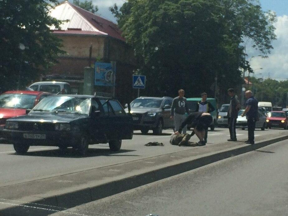 "На ул. Гагарина ""Фольксваген"" сбил мужчину (фото) - Новости Калининграда"