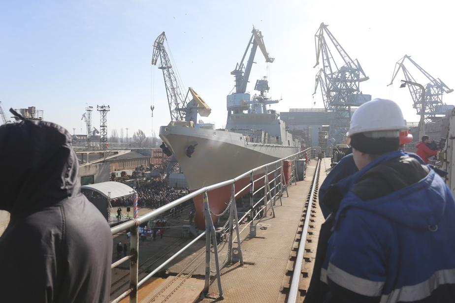 В Черняховске работника фабрики зажало между контейнерами