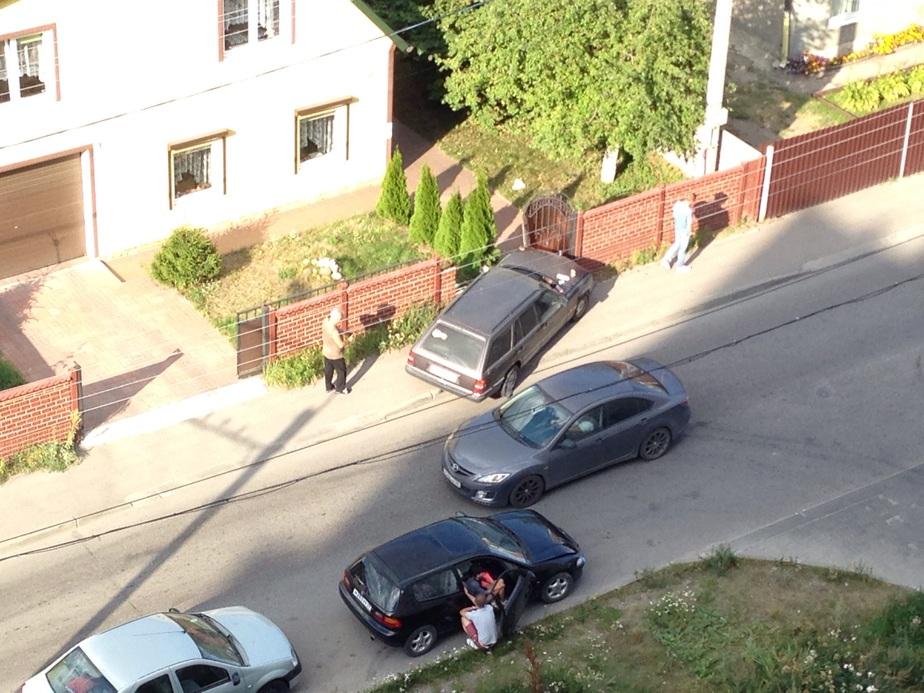 """В Калининграде """"Мерседес"""" протаранил забор у частного дома  - Новости Калининграда"""