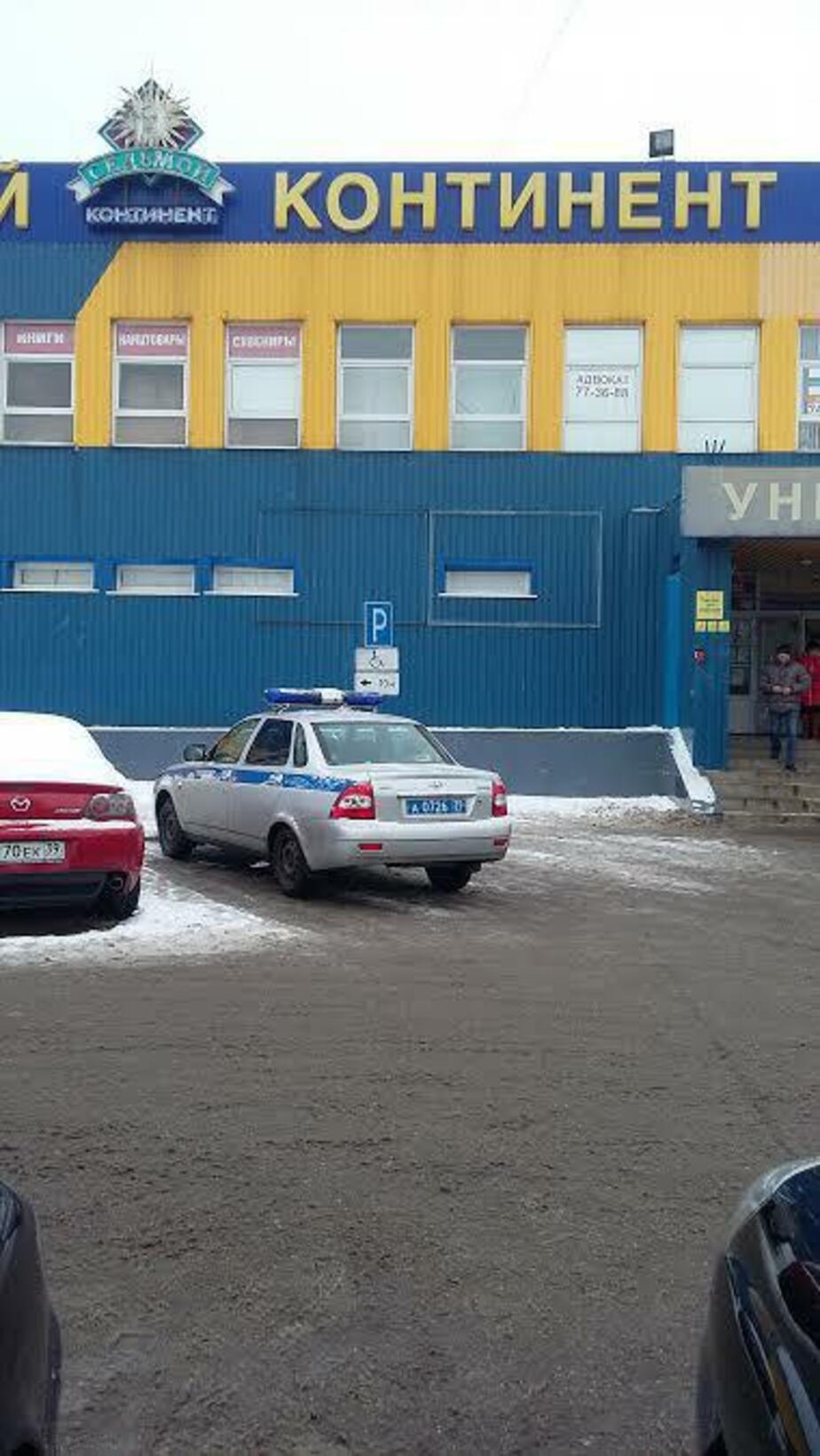 Водитель, ты судак: в Гурьевске полицейскую машину припарковали на месте для инвалидов - Новости Калининграда