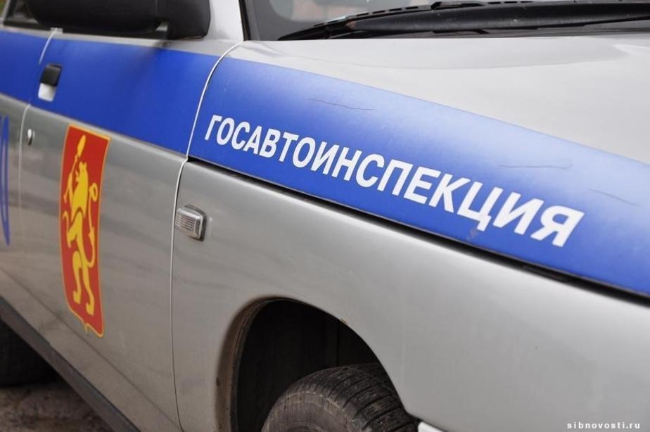 На улице Дзержинского столкнулись грузовик и такси: образовалась пробка - Новости Калининграда
