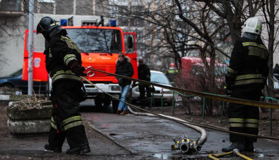 """В Гусеве полностью сгорели """"Фольксваген"""" и скутер"""