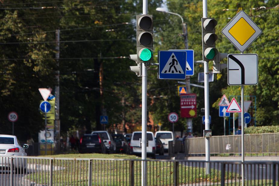 На ул. Пролетарской светофор работает в режиме светомузыки