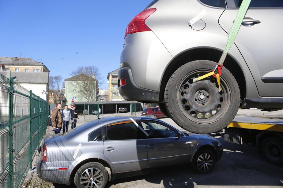 Полицейские задержали калининградцев, похитивших БМВ с помощью эвакуатора - Новости Калининграда