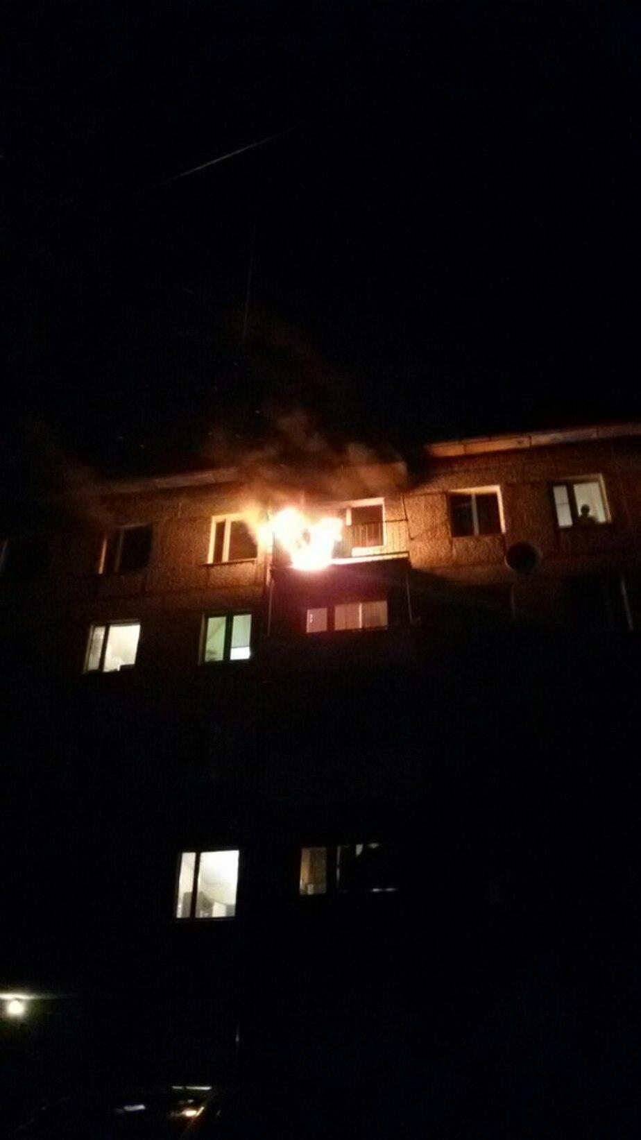 Пожар на Красносельской: хозяин госпитализирован, 15 человек эвакуировали - Новости Калининграда