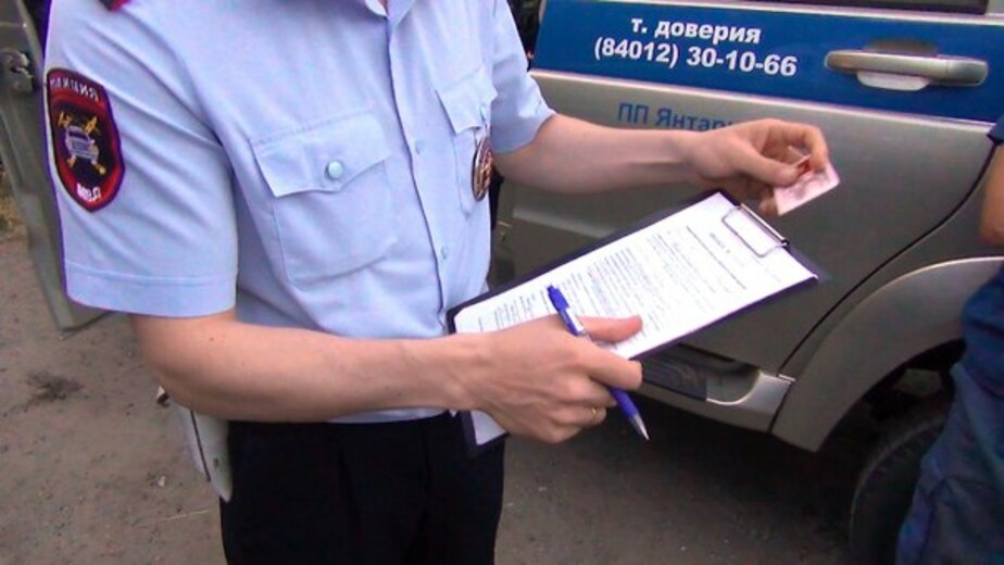 Калининградский водитель маршрутки купил права на рынке в Бухаре