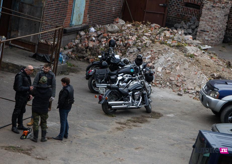 Арендовавшие бастион Прегель байкеры начали ломать окна и перегородки - Новости Калининграда
