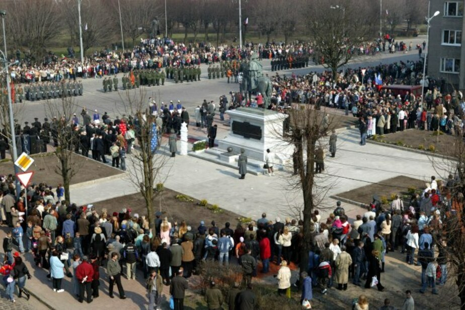 Жители Черняховска требуют оставить в центре города старинную брусчатку  - Новости Калининграда