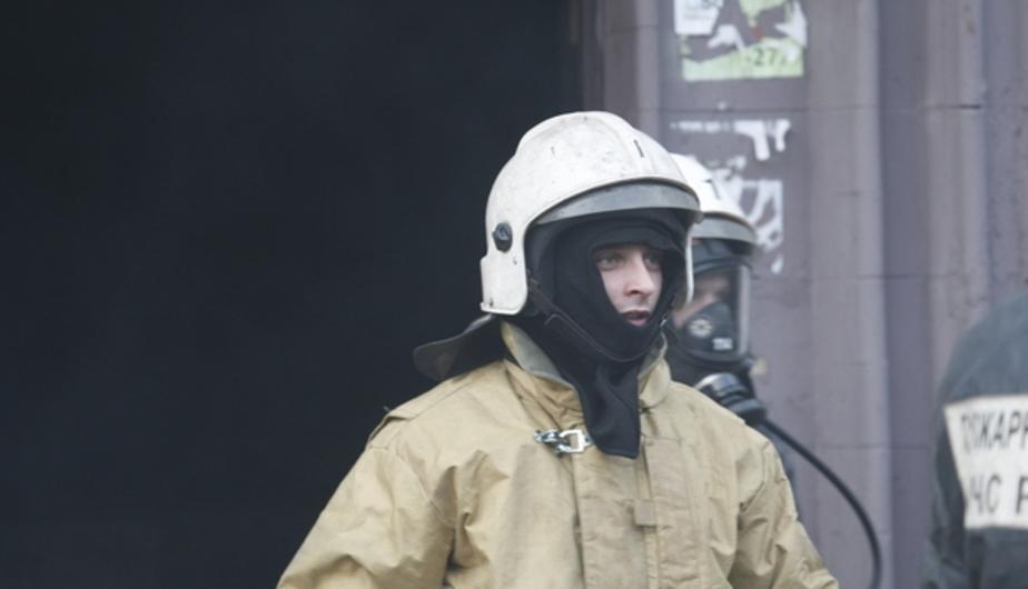 В Черняховске два пожарных расчета тушили туалет - Новости Калининграда