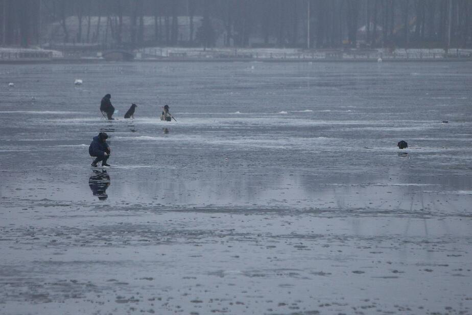 Спасатели предупредили калининградцев о стремительном таянии льда на водоёмах
