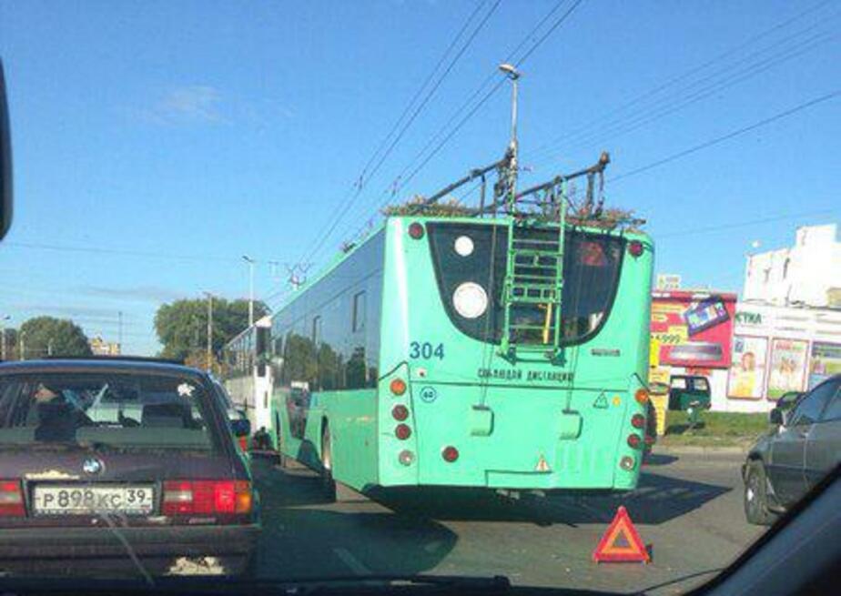 На Московском проспекте столкнулись автобус и троллейбус: пробка в сторону центра - Новости Калининграда