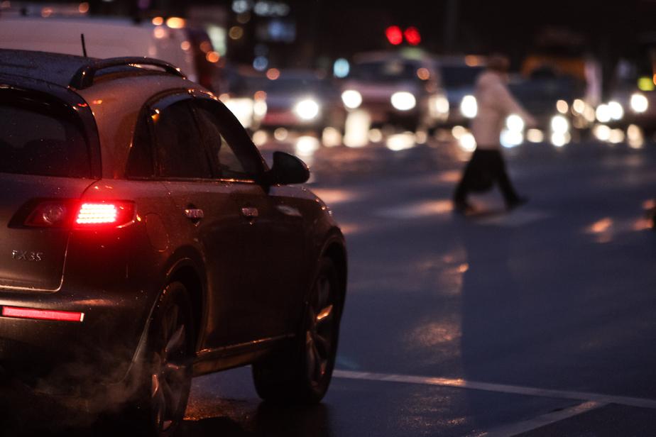 Очевидцы: на улице Озерной водитель сбил пешехода, объезжая пробку по встречке - Новости Калининграда