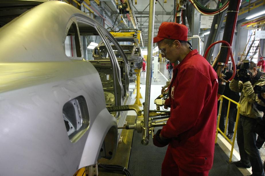 В Калининградской области почти в два раза упало производство машин и пива