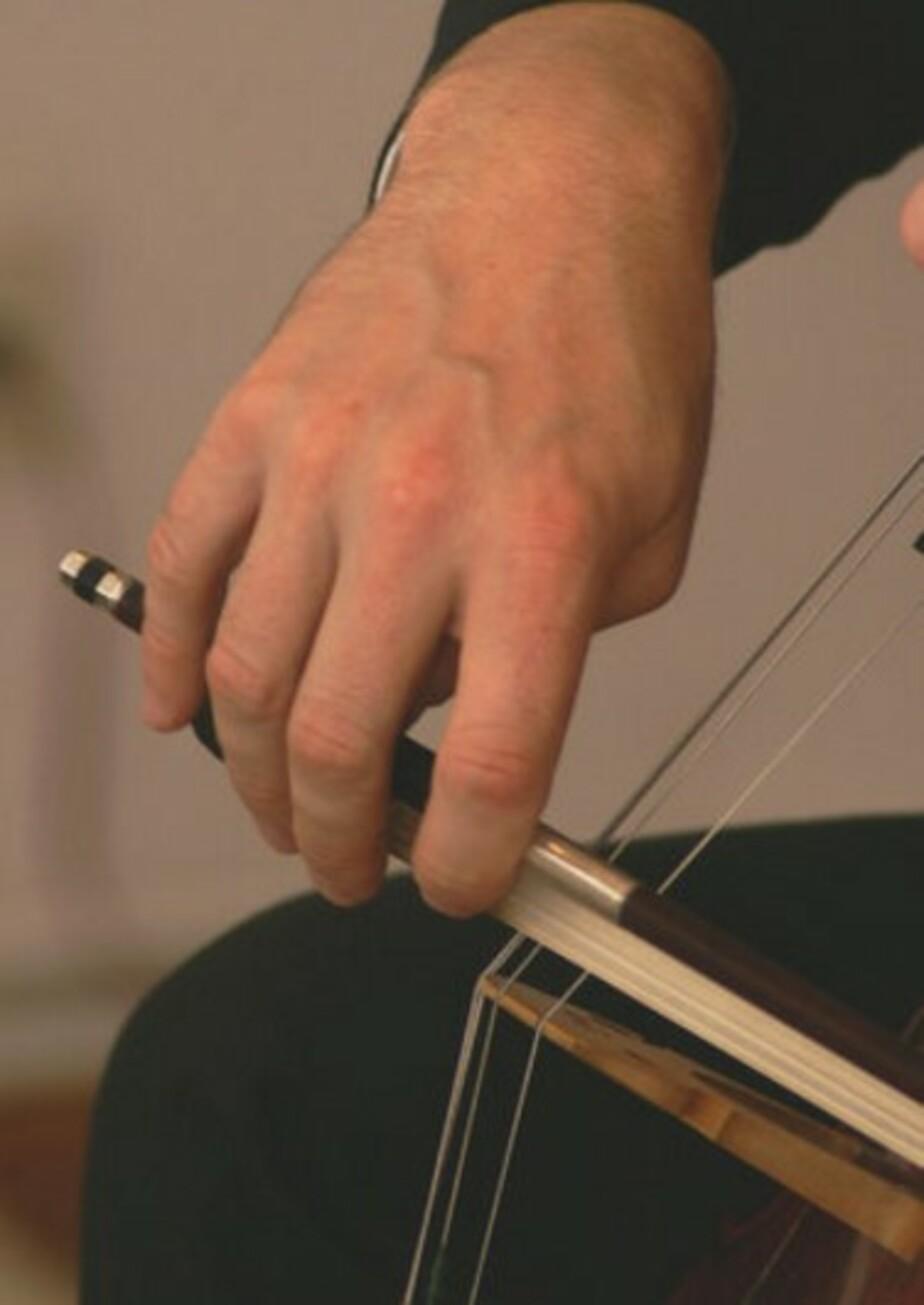 Ролдугин подарил Калининградскому музыкальному колледжу виолончель - Новости Калининграда