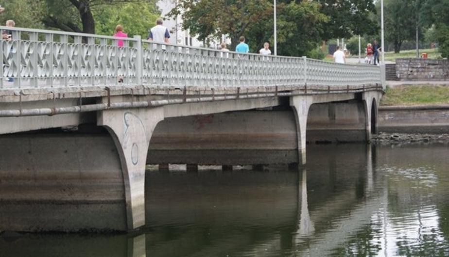 На Нижнем озере отремонтировали повреждённый вандалами фонтан - Новости Калининграда