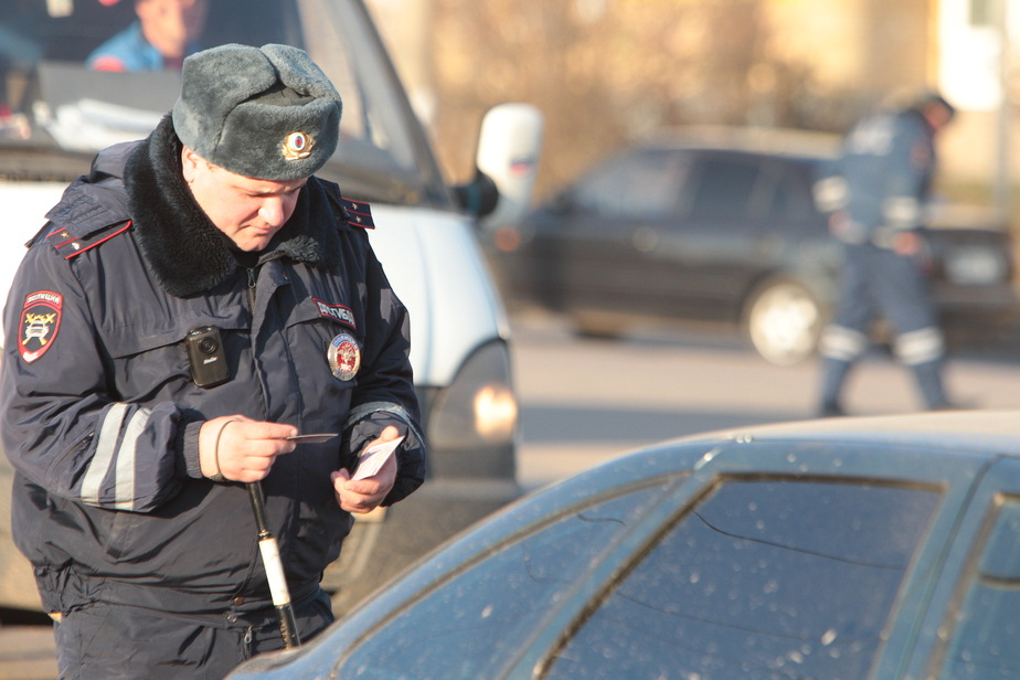 Инспекторы ГИБДД задержали в Калининграде водителя с наркотиками