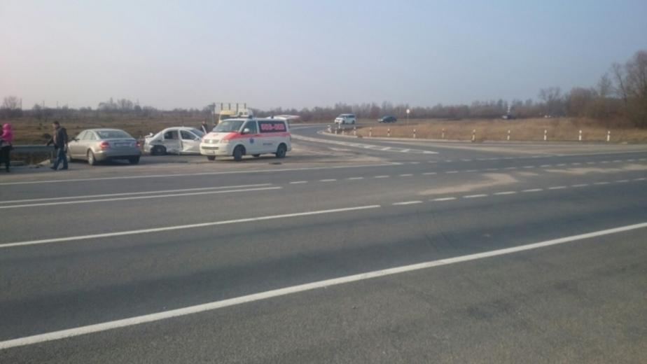 """Под Нестеровом в аварии с грузовиком пострадали два пассажира """"Мерседеса"""" - Новости Калининграда"""
