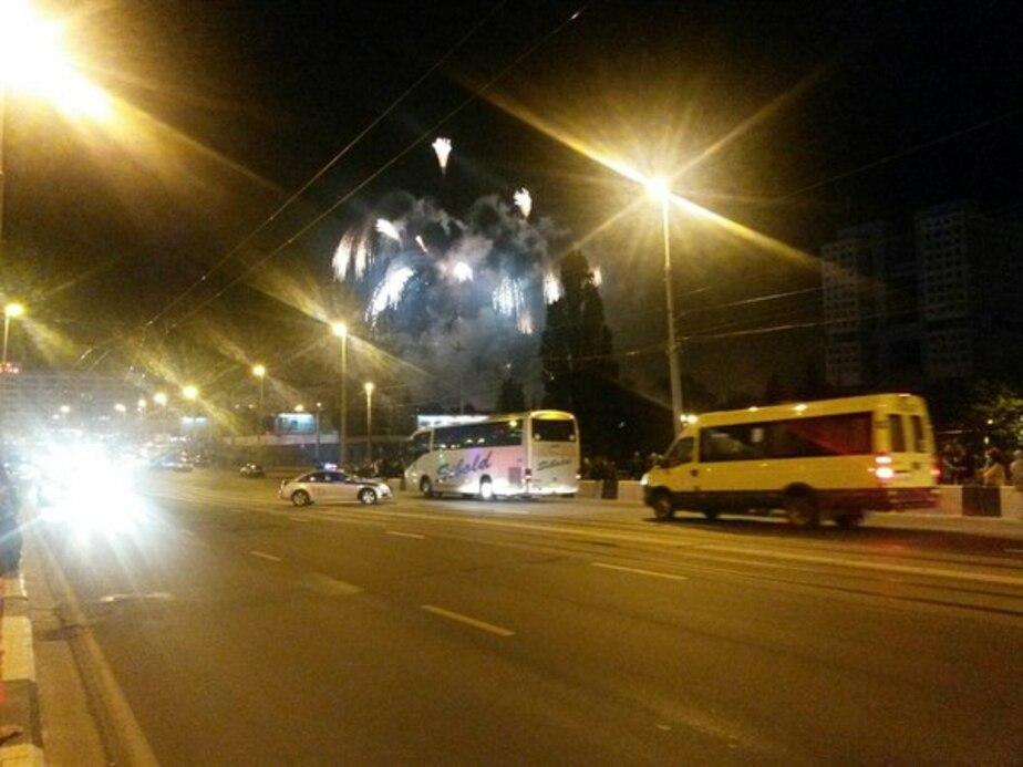 ДПС пришлось разгонять с эстакады автомобилистов, засмотревшихся на салют в День города - Новости Калининграда
