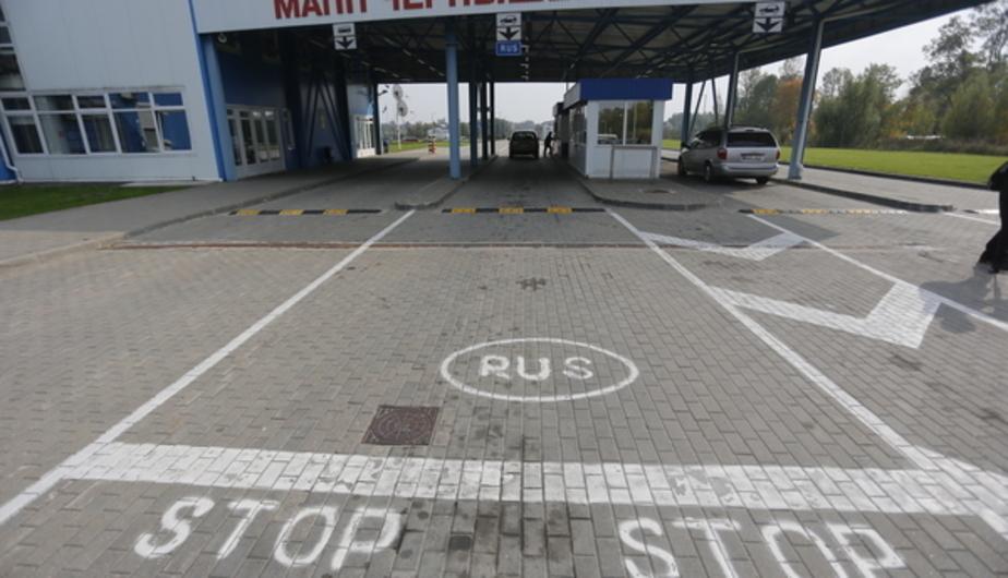 Калининградца не пустили в Литву из-за наклейки на машине  - Новости Калининграда