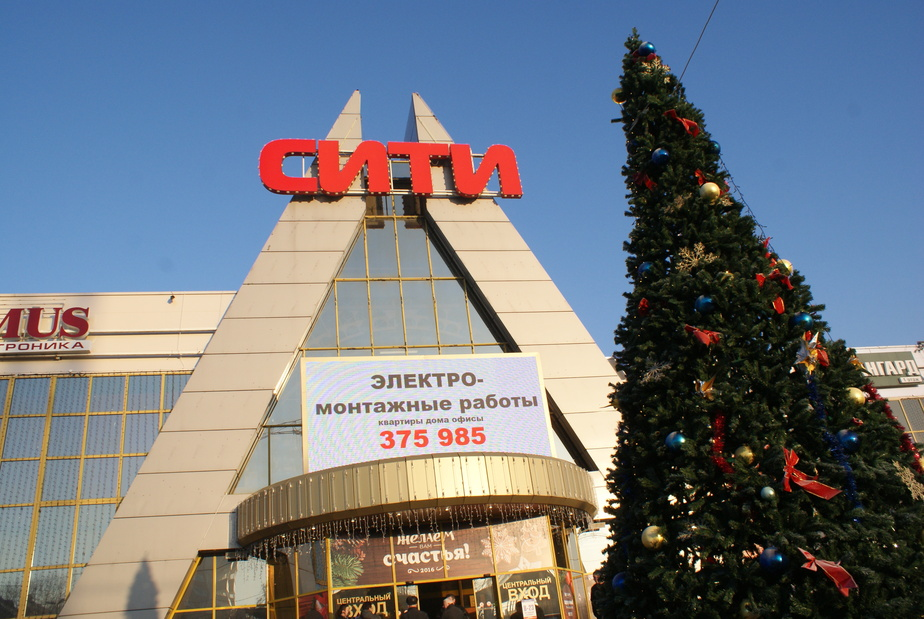 """После пожара в ТЦ """"Сити"""" в Калининграде закрылась треть магазинов с фейерверками"""