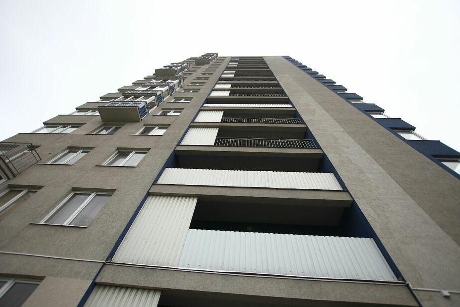 С четвёртого этажа дома на ул. Красносельской упал мужчина - Новости Калининграда