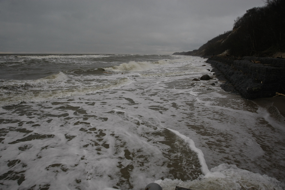Полицейские устанавливают  личность мужчины,  тело которого обнаружено в Балтийском море - Новости Калининграда