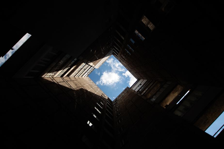 В Калининграде вор без страховки спустился по стене с 9 этажа на 6-й - Новости Калининграда