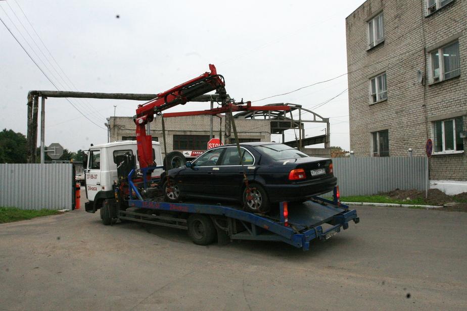 Калининградец взыскал с эвакуаторщиков 90 тысяч за поцарапанную при погрузке машину - Новости Калининграда
