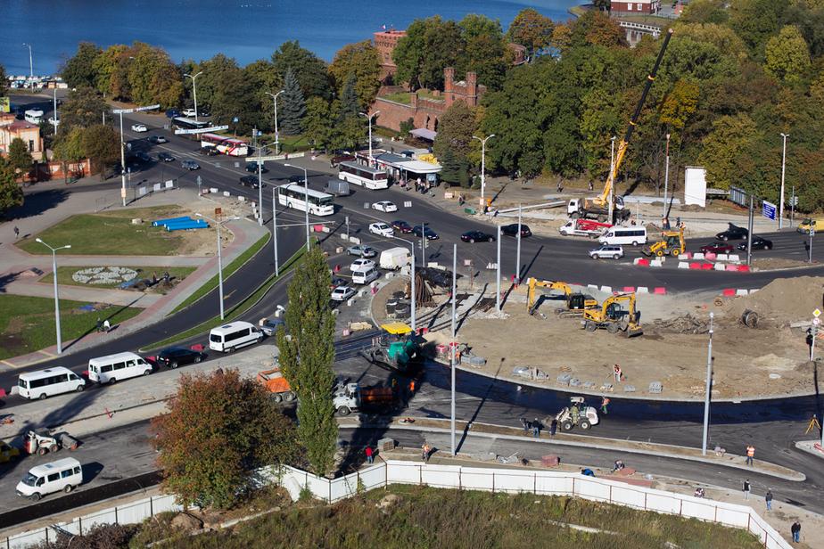 На круговой развязке на площади Василевского установят новый светофор  - Новости Калининграда