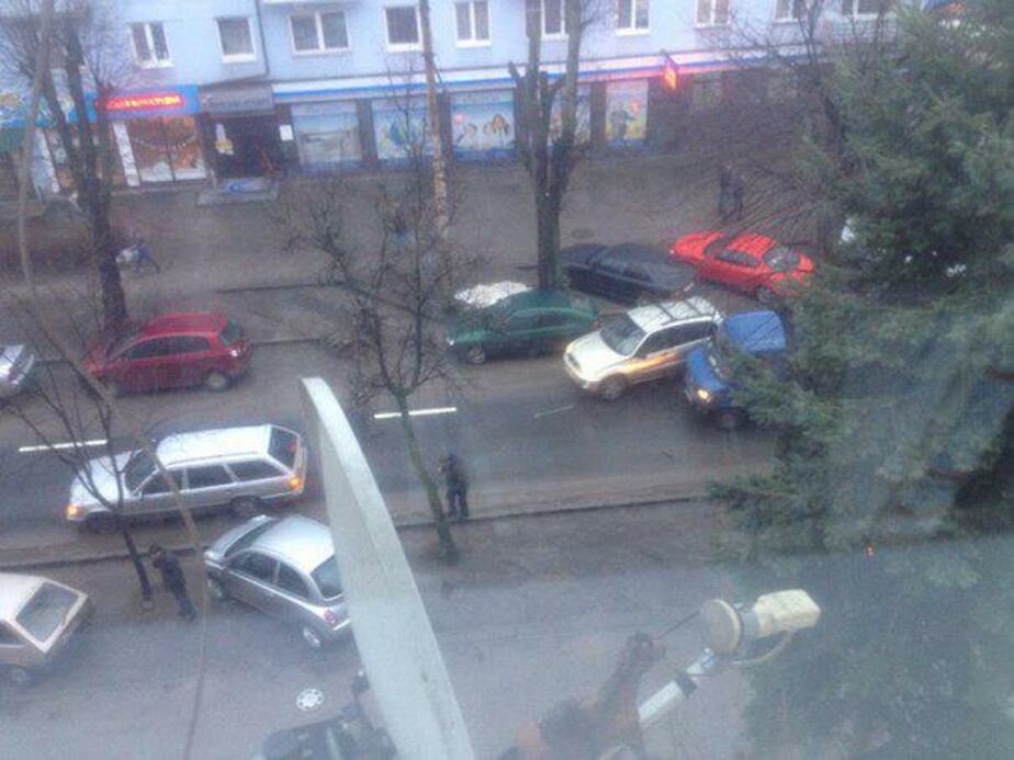 Из-за столкновения двух автомобилей на Леонова образовалась пробка