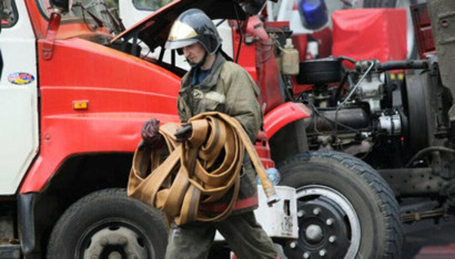 В Калининградской области сгорел автомобиль и пластмассовый контейнер - Новости Калининграда