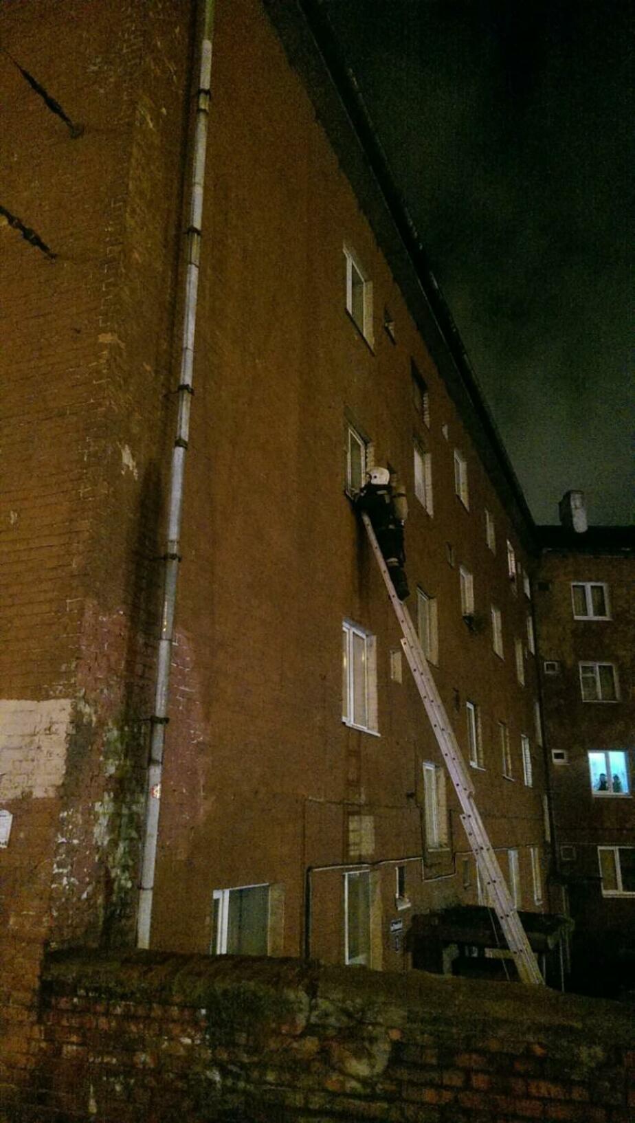 Полиция: жертвы пожара в Трамвайном переулке курили в постели - Новости Калининграда