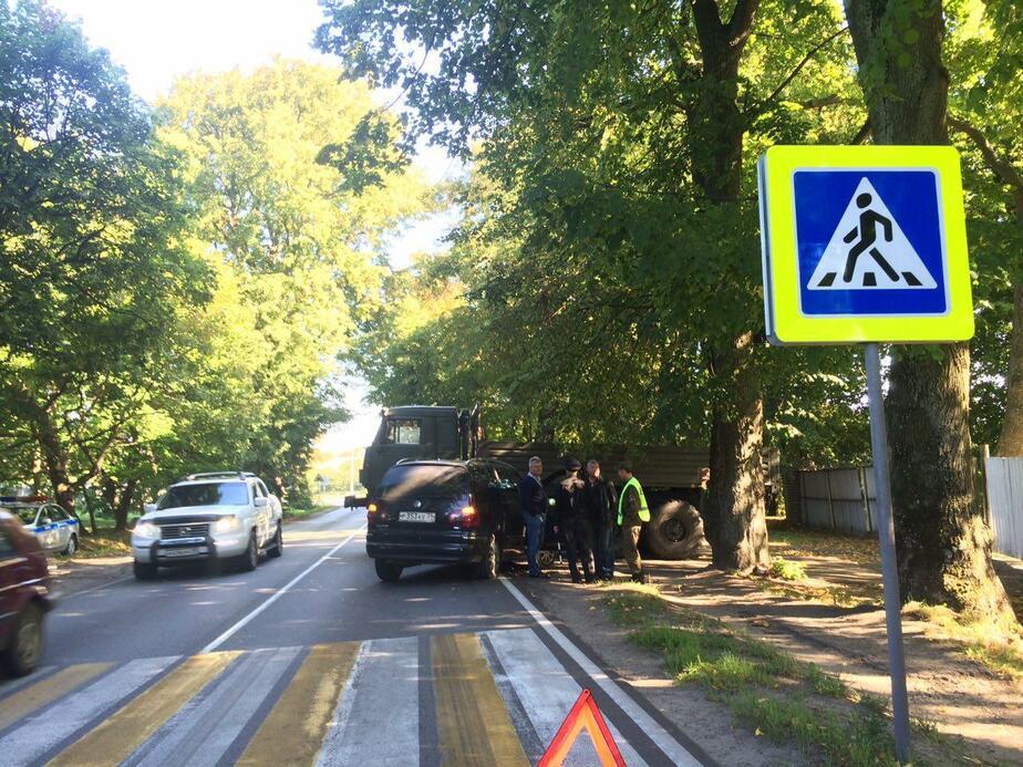 На трассе Балтийск-Калининград иномарка врезалась в военный грузовик - Новости Калининграда