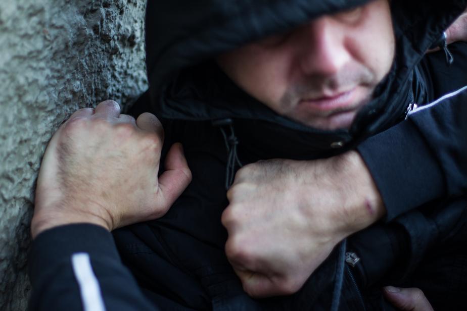 Калининградец отказался покупать дорогой алкоголь и был ограблен собутыльником   - Новости Калининграда