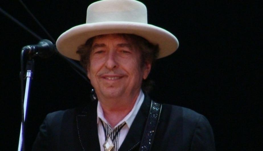 Боб Дилан принял Нобелевскую премию спустя две недели после её присуждения - Новости Калининграда