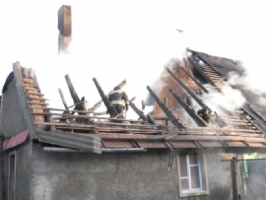 В Полесске ночью сгорела крыша жилого дома