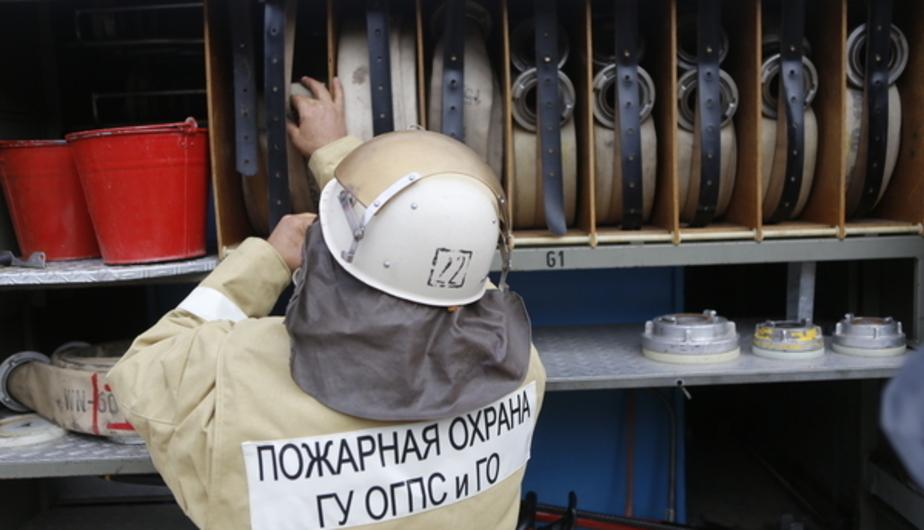 В центре Калининграда три пожарных расчёта тушили горящий балкон