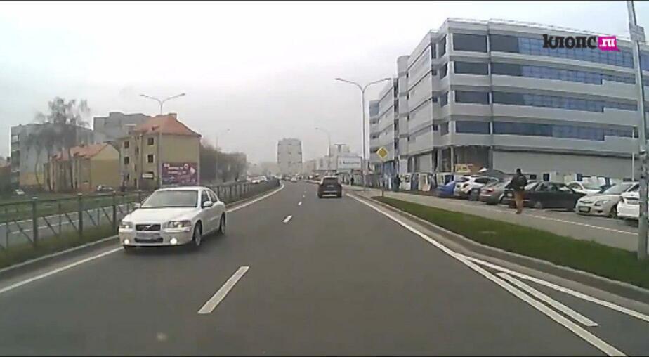 """""""Водитель, ты… судак"""": езда по встречке на Гайдара — привычное явление"""