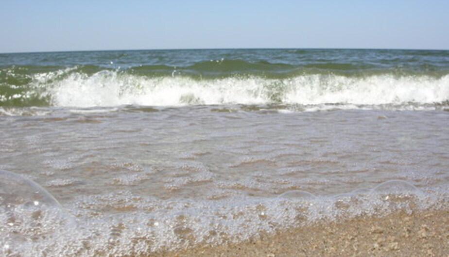 Документы калининградца выбросило на побережье в 13 км от места потери - Новости Калининграда