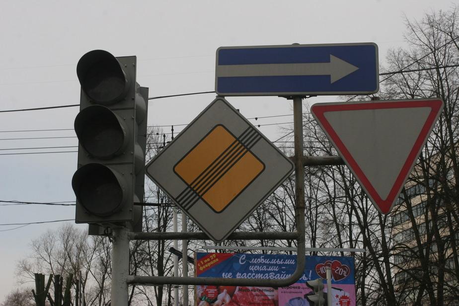 На перекрёстке ул. Нарвской и Гайдара установили временный светофор - Новости Калининграда