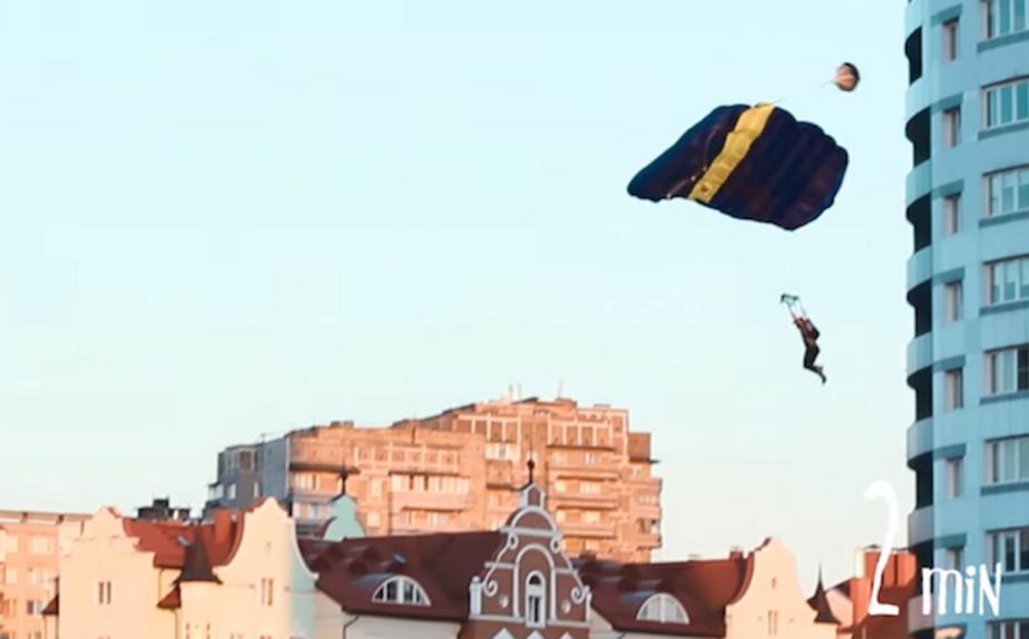 Калининградец прыгнул с высотки, чтобы успеть вовремя доставить пиццу на катер - Новости Калининграда